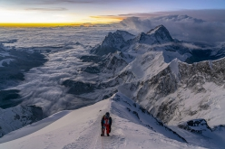 Sunrise at 8700m on Mt Everest, Sherpa Tenji climbing