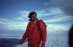 Marco Pedrini on the summit of Cerro Torre, which he climbed solo via the Maestri Compressor route on 26/11/1985. The photos were taken a few days later by Fulvio Mariani for the film Cerro Torre Cumbre.