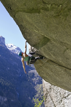 Caterina Bassi at Cadarese repeating Turkey crack, the difficult trad climb freed by Sean Villanueva