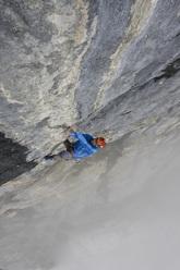 Matthias Trottmann sale Piz Dal Nas (8b, 500m), Titlis, Svizzera