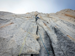 Kim Ladiges sulle fessure offwidth cracks di King Cobra su Mount Barrill, Alaska