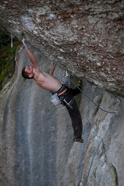 Adam Pustelnik repeating Action Directe 9a, Frankenjura, Germany