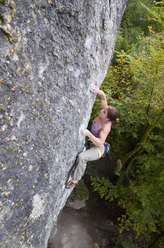 Sarah Seeger redpointing Odd Fellows 8c, Frankenjura