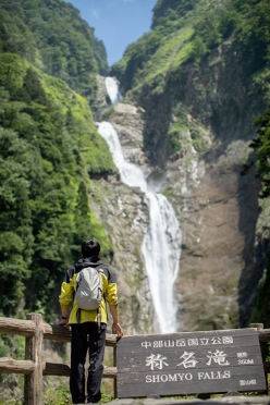 Toru Nakajima below the Shomyo Fall, the highest waterfall in Japan