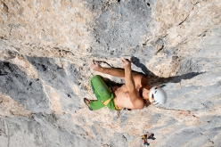 Alex Huber climbing pitch 4 of Koasabluad on Wilder Kaiser, Austria, first ascended with Guido Unterwurzacher