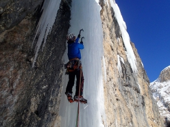 Solo per un altro Hashtag, Val Lasties, Sella, Dolomites: Santiago Padros starting up the drip on pitch 2