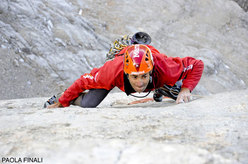 Nicola Tondini on the Messner slab on Pilastro di Mezzo, Sass dla Crusc