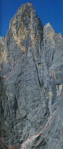 La parete sud est del Sass Maor (Pale di San Martino, Dolomiti) con le sue vie. In rosso la via Solleder. Con il n 3 la via Biasin (ED, 650m) aperta l'1,2,3 agosto 1964 da Giancarlo Biasin e Samuele Scalet.