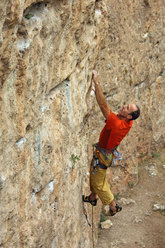 Rolando Larcher in arrampicata nella Kazikli Valley