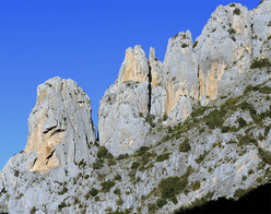 The South Face of 'Les Agulles' at Santa Ana — home to some of the best grade 6 climbs in the region.