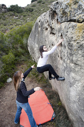 Marina Solé bouldering at El Cogul.