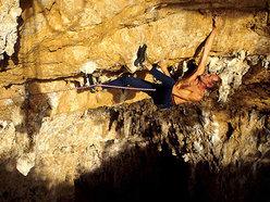 """Erri De Luca su """"Viaggio = infinito"""" 8b+  Grotta dell'Arenauta - Sperlonga"""