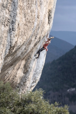 Julia Chanourdie climbing Super Crackinette at Saint Léger du Ventoux in France, her first 9a+