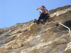 Alessio Roverato sul 6° tiro di La gioia nel silenzio, parete est Val Gadena