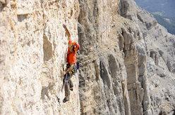 Nicola Tondini climbing Quo Vadis, Sass dla Crusc, Dolomites