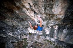 Gabriele Moroni climbing Il frutto del diavolo 8c+/9a