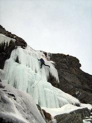 Umberto Bado su L5 della Cascata delle miniere (Valle dell'Orco)