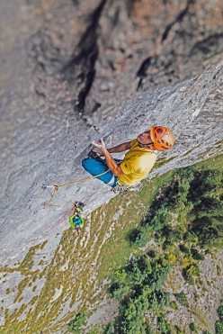Fine di un'Epoca at Cima Cee in the Brenta Dolomites: Luca Giupponi climbing pitch 5