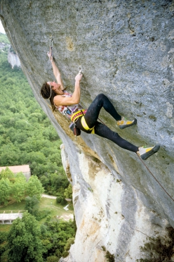 Ben Moon climbing La Mission 8b at Buoux in France