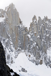 Jardines Japoneses (650m AI4 M5 5.10 A1, Colin Haley, Jens Holsten, Mikey Schaefer 28/12/2010) Aguja Mermoz, Patagonia