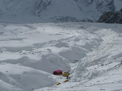 Il campo Base al Gasherbrum II d'inverno di Simone Moro, Denis Urubko, Cory Richards