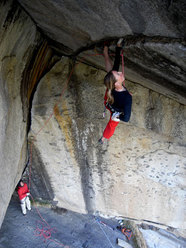 Martina Cufar sale la famosa Separate Reality 5.12a in Yosemite
