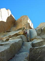 Josh Wharton sul secondo tiro di Coda su Aguja Desmochada, Fitz Roy, Patagonia (V 5.11+ AO, Kauffman, Wharton 09-10/02/2011)