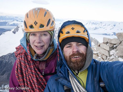 Michael Schaefer e Kate Rutherford in cima al Fitz Roy dopo aver salito la loro Washington Route, 02/2011