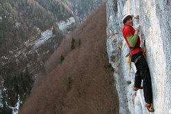 Manolo climbing Eroi fragili 30m 8c, Val Noana, Pale di San Martino, Dolomites