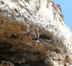 Rudi Moroder climbing on Mallora