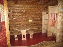 L'interno del vecchio tabià restaurato a Prà del Cimerlo (Val Canali, Primiero, Dolomiti)