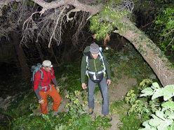 Rolando Larcher e Nicola Sartori avvicinamento notturno alla parete de La banda del buco - Antro della Perciata, Palermo, Sicilia