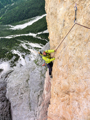 "DoloMitiche - Roberto Pedrotti clibming through the overhang on the Via ""Battisti-Weiss"""