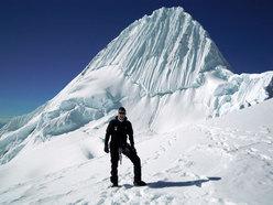 Mario Lacedelli sull'Alpamayo - Perù