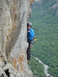 Matteo della Bordella su Il Mito della Caverna (8a, 300m), Val Bavona
