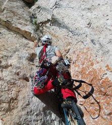 Roberto Iannilli sul terzo tiro di Geometrie esistenziali, parete est Corno Piccolo, Gran Sasso