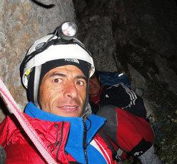 Luca D'Andrea durante il bivacco dopo la salita di Geometrie esistenziali, parete est Corno Piccolo, Gran Sasso