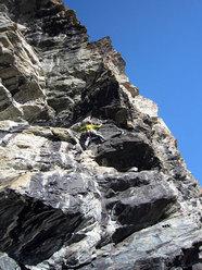 Matteo Giglio posiziona una sosta della via Granatina alla Rocca di Verra