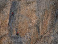 Andrea Mantero sul diedro del 3° tiro di Vi.Man.Ca sulle Aigulles du Vallonasso