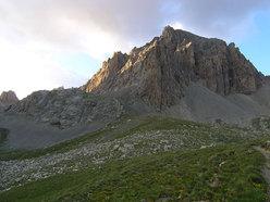 Monte Sautron con a sinistra Les Aiguilles du Vallonasso al sole
