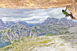 06/2010: Hansjörg Auer during the first repeat of Pan Aroma 8c, Cima Ovest di Lavaredo, Dolomites