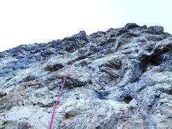 Prima solitaria della via Ultimo Zar alla Prima Pala di San Lucano (Dolomiti). I tiri chiave