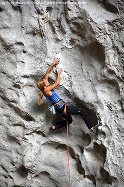 Sasha DiGiulian climbing an 8b+