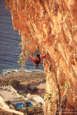 Zhenja Kazbekova on-sighting Super Priaros 8a+ at Kalymnos.