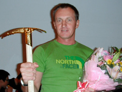 Denis Urubko winning the Piolet d'Or Asia