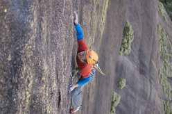 Lukas Binder su un tiro di 8b, Dreams of Youth, Tsaranoro, Madagascar