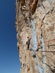 Establishing Cose Turche (300m – 7a oblig/8b?, Matteo Bernasconi, Davide Spini 2011) on Kizilin Baci, Ala Daglar, Turkey