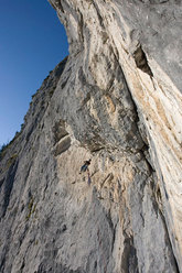 Pietro Dal Prà abseiling off Gracias a la Vida, Lastia de Gardes, Pale di San Lucano - Dolomites