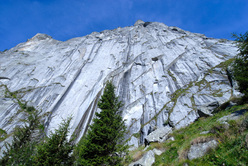 James Pearson su Joy Division (800m, 8b ) sul Qualido, Val di Mello