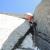 Corrado Pesce sul quarto tiro del diedro salito da Chris Bonington e Rafael Tejada-Flores, parete Ovest di Aiguille du Plan